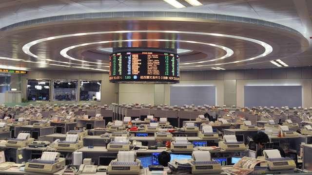 中國電信大幅調升股利配發比率 股價逆勢飆8%(圖片:AFP)