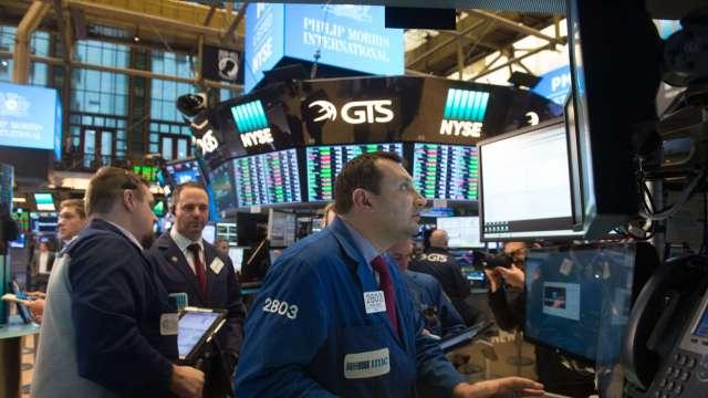 〈美股早盤〉能源、銀行股領銜 道瓊開盤強漲200點 (圖:AFP)