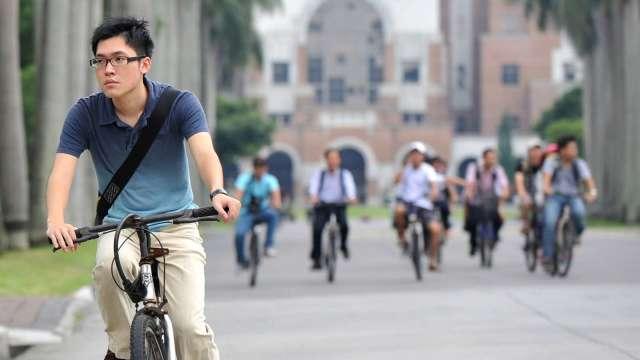 勞動部4招助青年就業 參與職訓最高可領19.6萬元。(圖:AFP)
