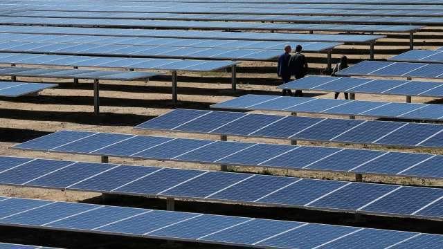 參議員推太陽能製造草案 美業者有望獲7年以上稅收抵免(圖:AFP)