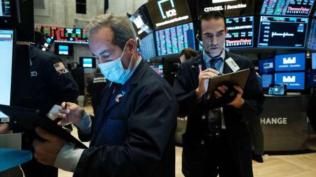 風向還沒變!現在放棄價值股還太早了 成長股還得等等 (圖片:AFP)
