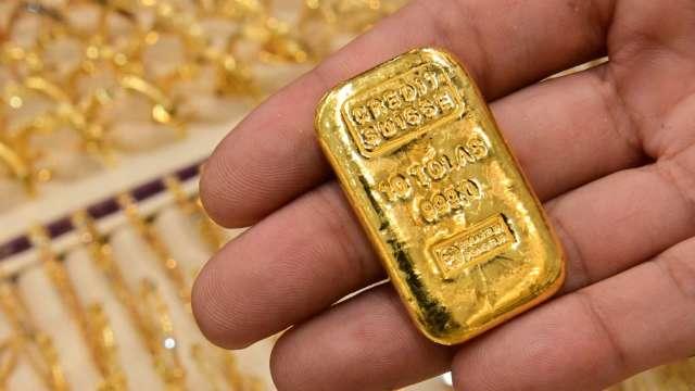 〈貴金屬盤後〉鮑爾謹慎發言 美元自高點回落 黃金收登一週高點 (圖片:AFP)