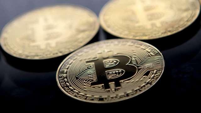 比特幣站回3.2萬美元 能否脫離險境仍有待觀察。(圖:AFP)