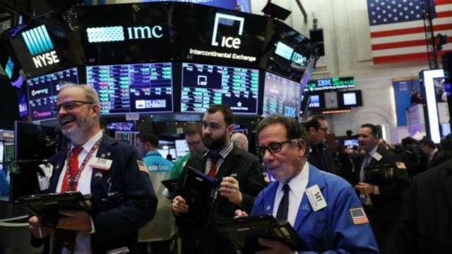 華爾街笑迎基建協議 標普那指刷新高 (圖片:AFP)