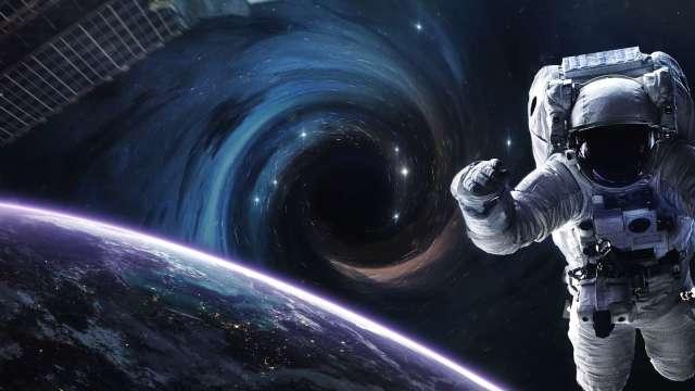 現在起 請把退休交給太空。(圖:shuttetstock)