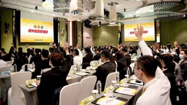 永慶房產集團挹注7000萬元,以業界最高規格,力挺加盟店東數位轉型。(圖:永慶提供)