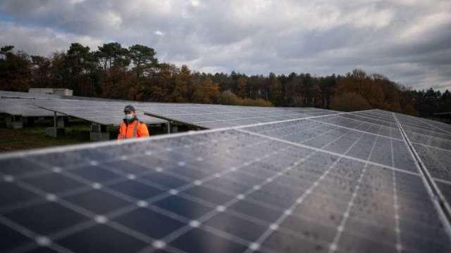 太陽能下游抵制效應顯 G1單晶電池大跌逾4%。(圖:AFP)