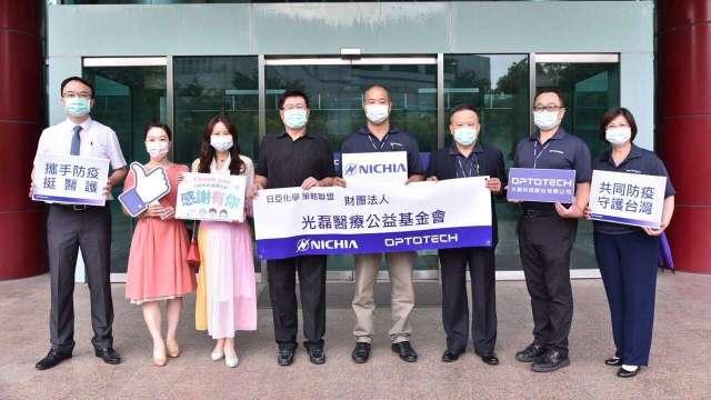 日亞化攜手光磊挺醫護 捐22台呼吸器。(圖:光磊提供)