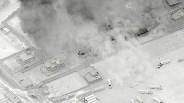 美軍派出 F-15 和 F-16 空軍戰機空襲敘伊邊境。(圖片:翻攝美國防部釋出影片)