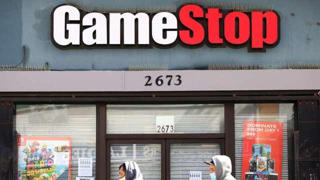又一家分析師棄守!GameStop 漲勢不靠基本面 剩3家分析師還肯下評 (圖片:AFP)