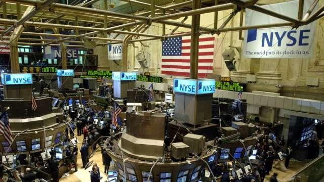 〈美股早盤〉銀行股氣勢如虹 道瓊開盤漲逾170點 標普再締新高 (圖:AFP)