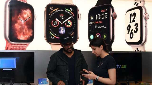 Apple Watch推限量版國際系列錶帶 隨機附送專屬錶面 (圖片:AFP)