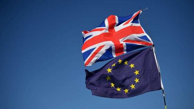 英歐「香腸戰爭」暫時停火!歐盟同意將北愛冷凍肉品寬限期延長3個月 (圖:AFP)