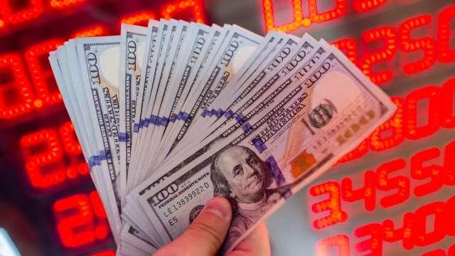 台幣觸及28元整數關卡 貶8.6分探1周低點。(圖:AFP)