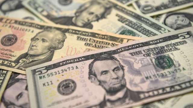 〈紐約匯市〉非農強勁下藏隱憂 美元五日來首跌 周線收高0.6% (圖:AFP)