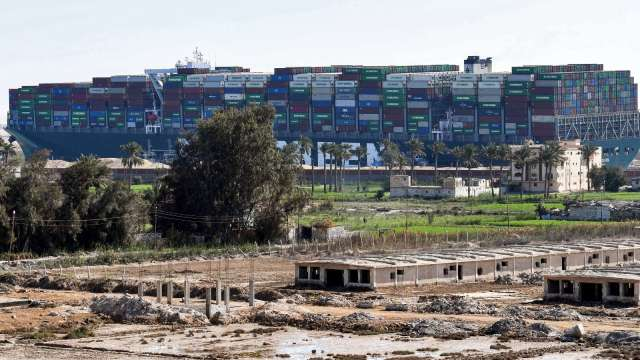 長賜輪駛離蘇伊士運河 卡船事件落幕但賠償金仍成謎(圖片:AFP)