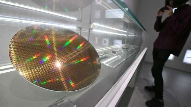 晶片供不應求 5月全球半導體銷售達436億美元 創歷史新高。(圖:AFP)
