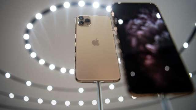 LG推手機換購優惠 聯手蘋果力抗三星(圖片:AFP)