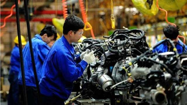 打工族生活補貼規定放寬 4月任1天有投保就能領。(圖:AFP)