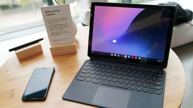 筆電出貨回溫,緯創、英業達6月營收月增逾1成。(圖:AFP)