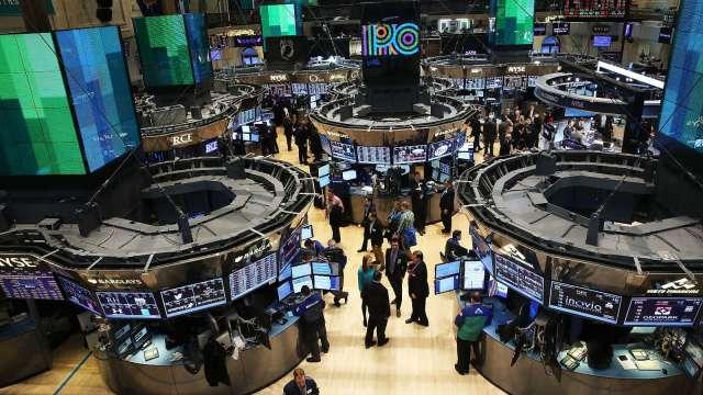 〈美股盤後〉VIX飆!十年期美債殖利率下殺 四大指數全黑 (圖片:AFP)