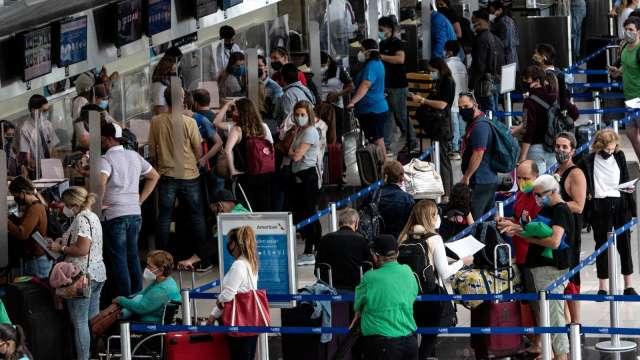 Delta變種病毒影響發酵 旅遊、航空股走弱(圖片:AFP)