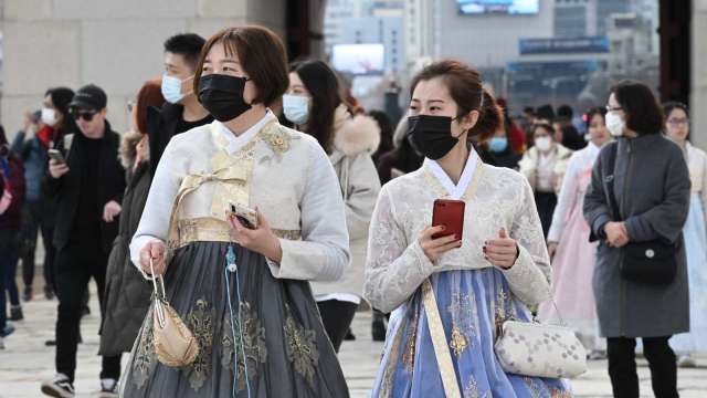 南韓單日確診再創新高 大首爾地區防疫規定將調升至最高層級 (圖片:AFP)