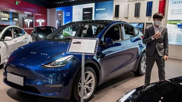 中國6月汽車銷量年減12.4% 晶片短缺影響生產 (圖片:AFP)
