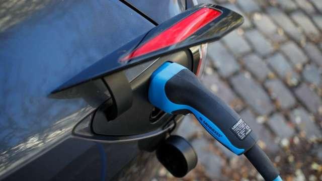 西班牙砸43億歐元促進電動車產業發展 將成立首座電池工廠 (圖片:AFP)