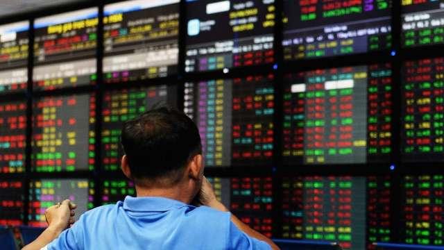 疫情升溫 越南股市周一重挫後持續承壓 午後轉跌(圖:AFP)