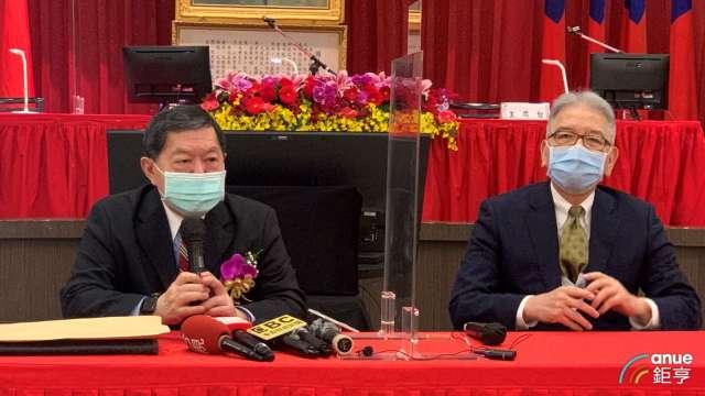 左起為東聯董事長徐旭東、總經理蔡錫津。(鉅亨網記者林薏茹攝)