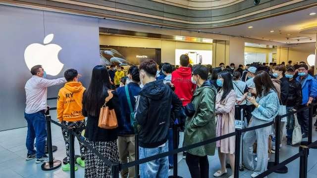 大摩喊加碼:蘋果財報將優於華爾街預期 趁9月新機上市前快追 (圖片:AFP)