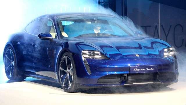 彭博:歐洲2021上半年新車銷售 較疫情前大減約200萬輛 (圖片:AFP)
