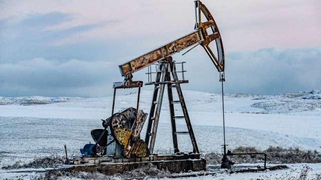〈能源盤後〉原油技術性逆轉回升 但WTI創3月來最大單週跌幅 (圖片:AFP)