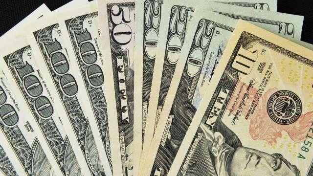 投機者加碼看漲美元 歐元淨多單減至16個月低點(圖:AFP)