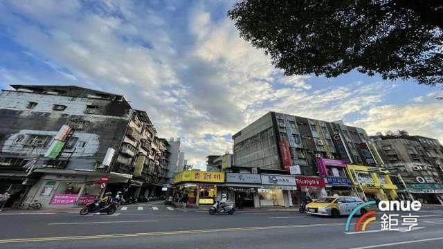 台北市捷運商圈宅「東湖商圈」交易熱度高,前5大排名唯一單價低於50萬元。( 鉅亨網記者張欽發攝)