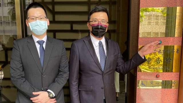 聯昌委任律師黃聖棻(右)、文大中(左)。(圖:東元提供)