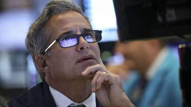 美股爆7月大震盪 投資人如何逢低買入?(圖片:AFP)