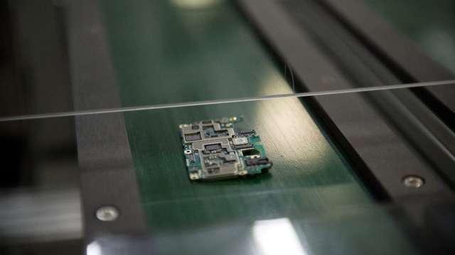 晶片荒燒到手機業 分析師估Q2出貨量季減1成(圖片:AFP)