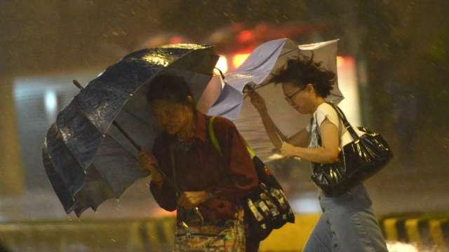 居家辦公放不到颱風假 勞動部:拒提供勞務可視為曠職。(圖:AFP)
