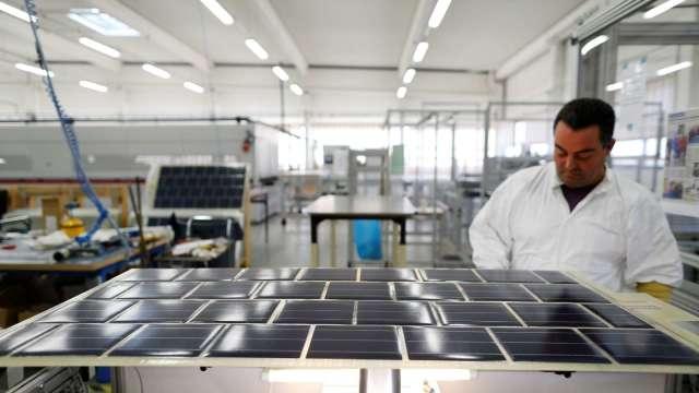 上半年台灣光電產值突破8000億元、年增26%,平面顯示器增幅最大。(圖:AFP)
