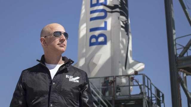搶飛天!貝佐斯:藍色起源已賣出1億美元太空船票。(圖片:AFP)