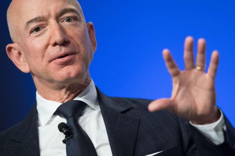 全球首富貝佐斯持有逾 10% 的亞馬遜股票 (圖片:AFP)