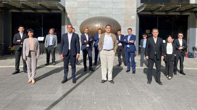 台泥完成對義大利儲能公司ENGIE EPS股權收購,台泥董事長張安平也親率高階主管前往義大利完成交割。(圖:台泥提供)