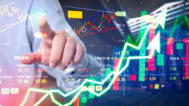操盤手看台股:航運的黃金右腳?電子的比價效應?(圖:shutterstock)