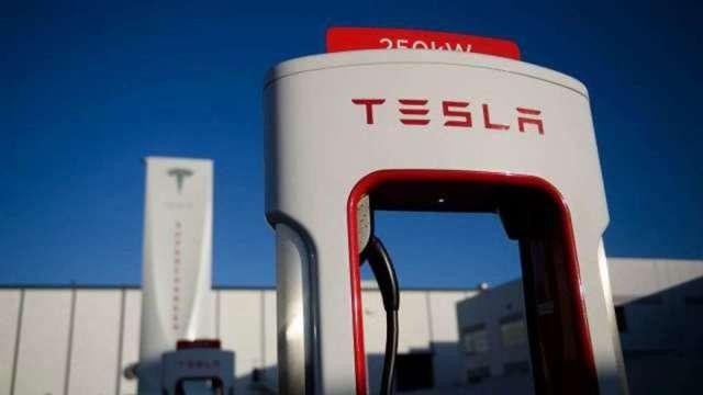 佛心公司!馬斯克:特斯拉今年將開放充電樁給其他廠牌(圖:AFP)