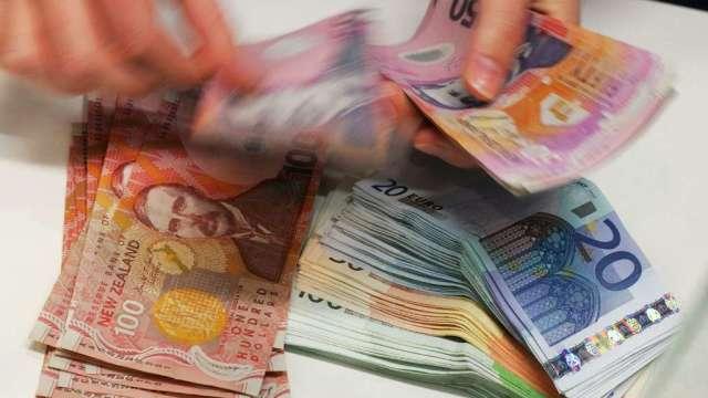 市場預計紐西蘭央行升息機率大降 紐元貶至8個月低點(圖:AFP)