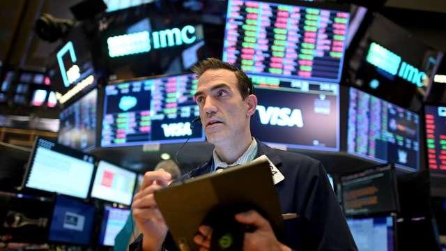 專家:若疫情持續+財報不如預期 股市恐面臨10%修正(圖片:AFP)