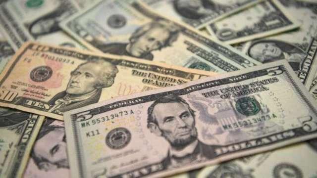 美元未能站穩93關卡 比特幣重回3萬美元 大漲近7%(圖:AFP)