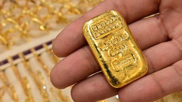 〈貴金屬盤後〉公債殖利率持續反彈 黃金摔至2週低點 但守住1800美元關卡  (圖片:AFP)